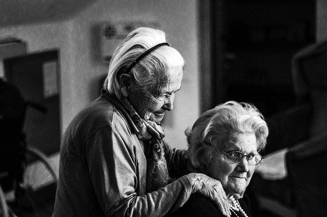 Casos de exito en el negocio de recado para personas mayores